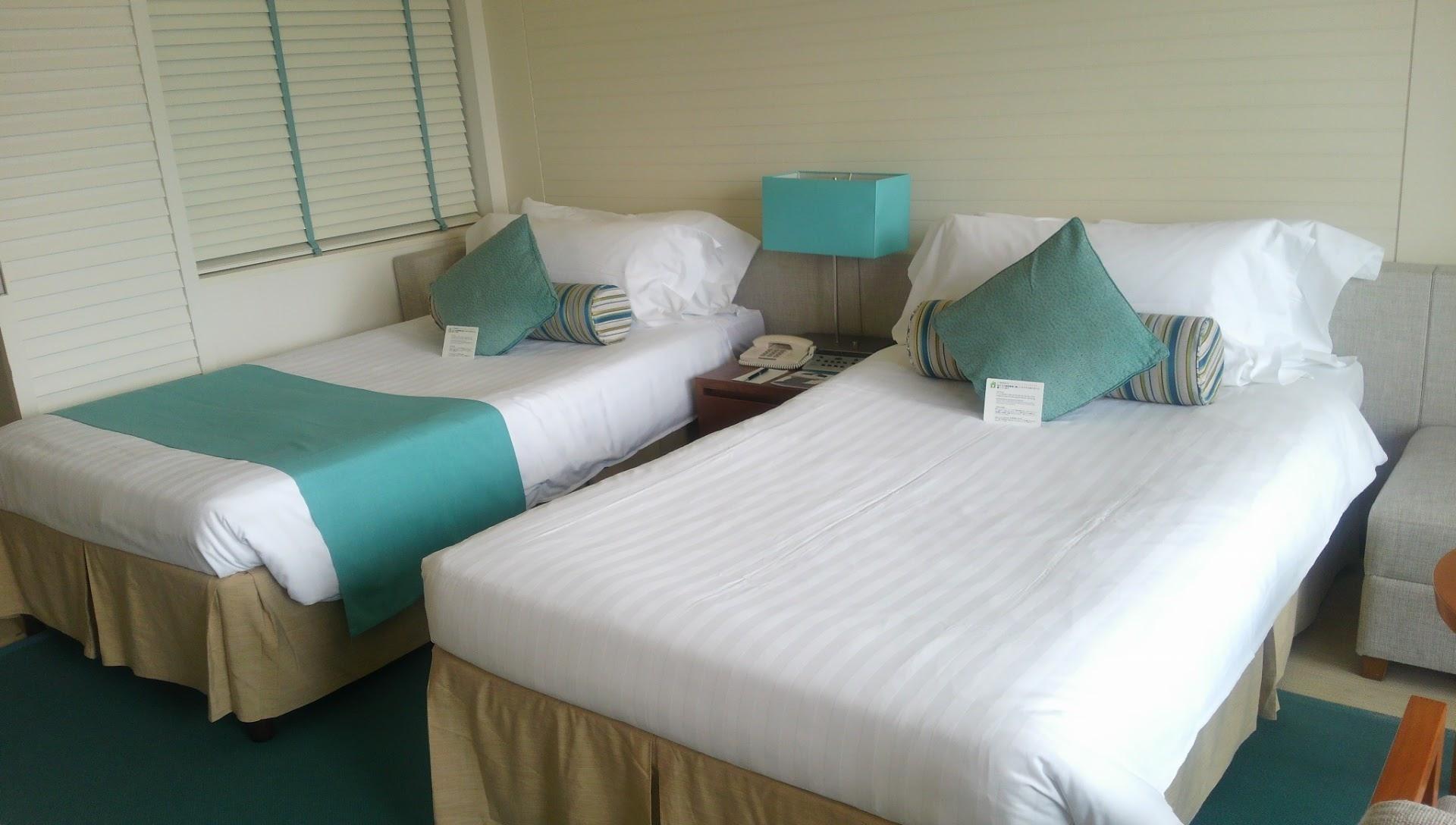 沖縄はシーズンで最高だけど、リゾートホテルの宿泊料金も最高ですね。